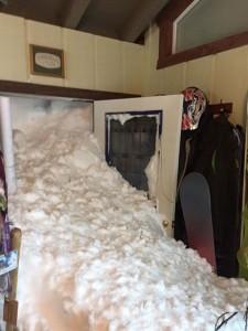 De sneeuw viel gisteren met de deur in huis in Alpine, California (bron: Steven Siig).