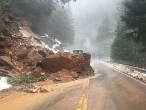 Aardverschuiving in California (bron: CHP Grass Valley).