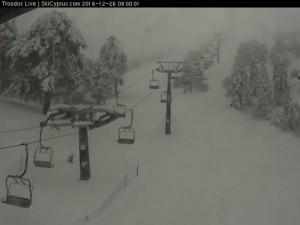 Sneeuwval in het Troödisgerbgte op Cyprus, 26 december (bron: cyprusski.com/webcam)