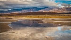 Wow! Zo kan het dus ook. Dankzij flinke buien is er in Death Valley medio maart een omvangrijk meer ontstaan (bron: Elliot McGucken).