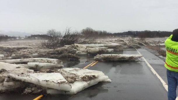 'Ice jams' blokkeren wegen rond Ellisburg in de staat New York, 12 januari 2018 (bron:  deputy John Gleason).