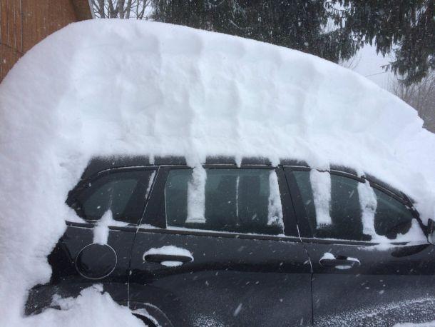 Eén van de sneeuwrijkste plaatsen tijdens de blizzard van maart 2017 was Endwell in New York. Daar viel 85 cm. (bron: @breakingweather)