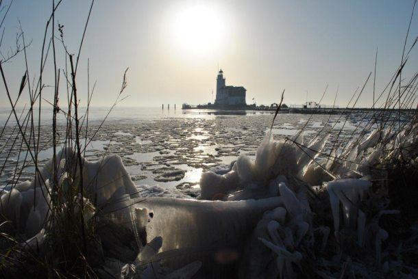 Op de dag dat het kwik uit de band springt zag het er vanochtend bij de vuurtoren van Marken zo uit (bron: Thijs Spijker).zo uit.
