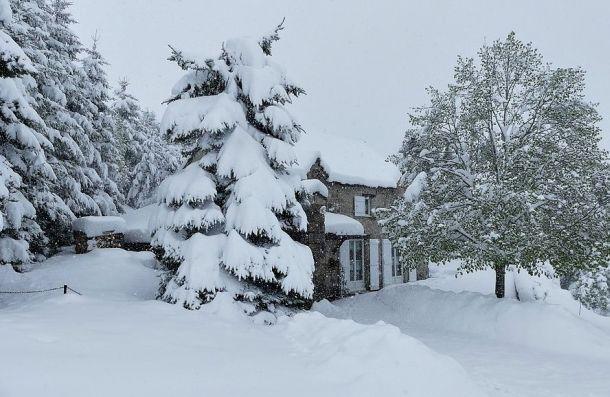 Heftig!!!! Vandaag, 13 mei, een dump van 40 cm sneeuw in Massibrand, Haute-Loire (bron: Meteos).
