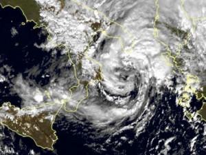 Mogelijke 'medicane' boven de Ionische Zee, 17 november (bron: @meteociel).