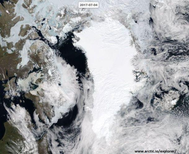 Prachtige satellietfoto van het besneeuwde en koude Groenland, 4 juli 2017 (bron: arctic explorer).
