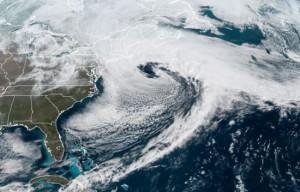 Satellietfoto van de 'nor'easter' op 13 maart (bron: CIRA/RAMMB).
