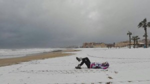 Het besneeuwde strand van Torrevieja, 18 januari 2017 (bron: Elena, Alba en Ivan).