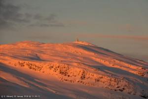 Zonsondergang boven Lønahorgi, Noorwegen, 5 januari (bron: Svein Ulvund).