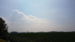 Opklaringen en stapelwolken in Roodeschool vanmiddag (bron: Jannes Wiersema).