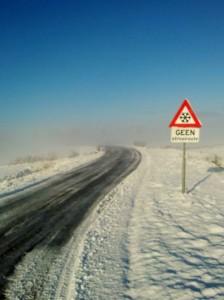 Sneeuwdek, zon en mist in Oosterwolde (bron: Dennis de Bruin)