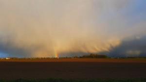 Felle hagelbui met regenboog (bron: Jannes Wiersema).
